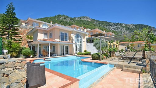 Villas with Swimming Pool in Alanya