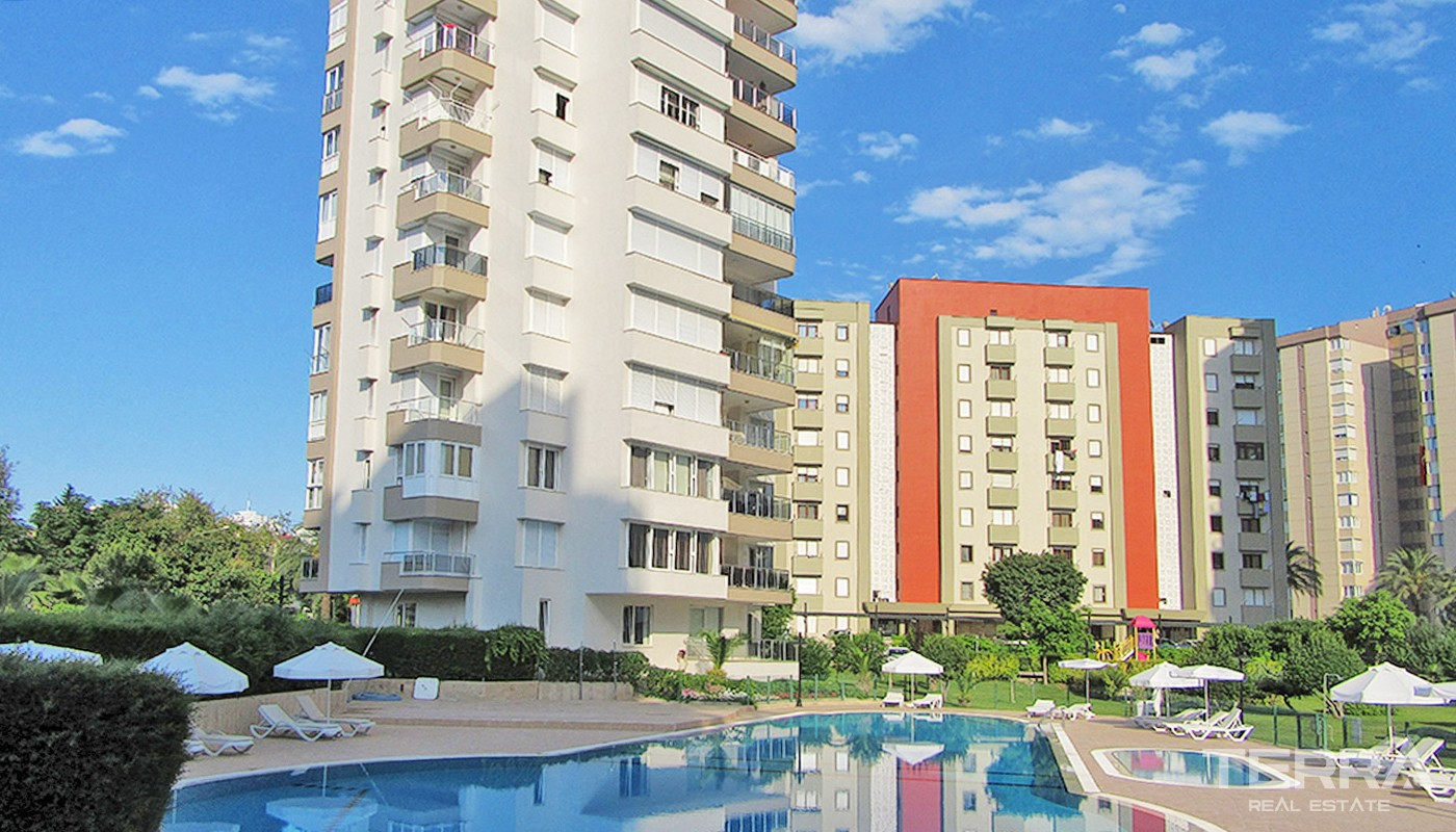 Seafront Antalya Apartment with Prime Location in Lara
