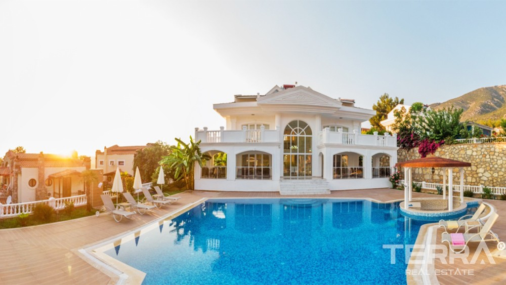 Elegant Villa with Spacious Garden and Private Pool in Fethiye Ovacık