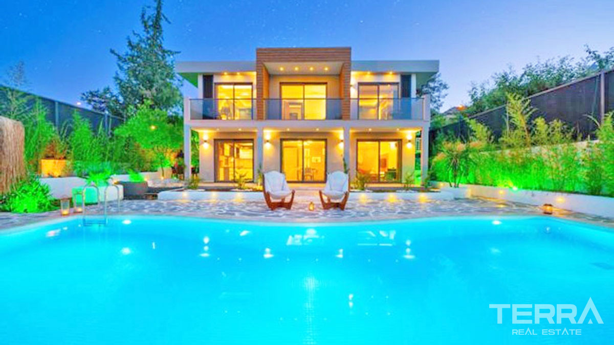 Luxury Villa with Large Swimming Pool and Jacuzzi in Fethiye
