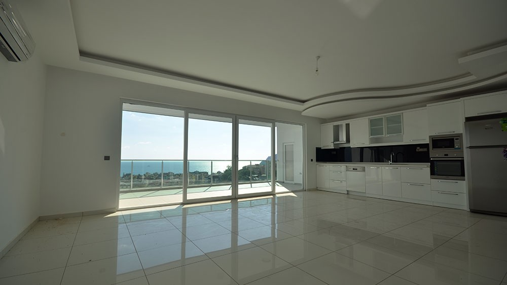 Spacious apartments with sea view in central Alanya