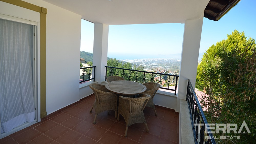 Villa for sale with endless sea view in Kargicak, Alanya