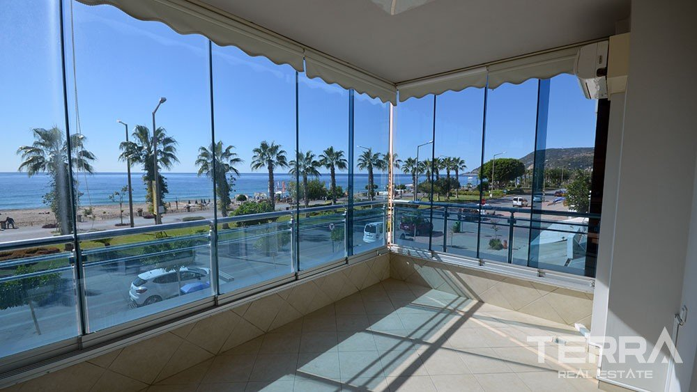 Seafront apartment for sale in Alanya at the Cleopatra Beach
