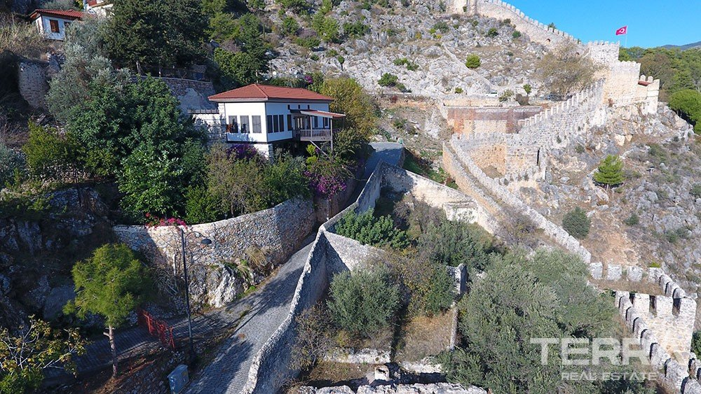 Exclusive mansion for sale in the historical Alanya Castle