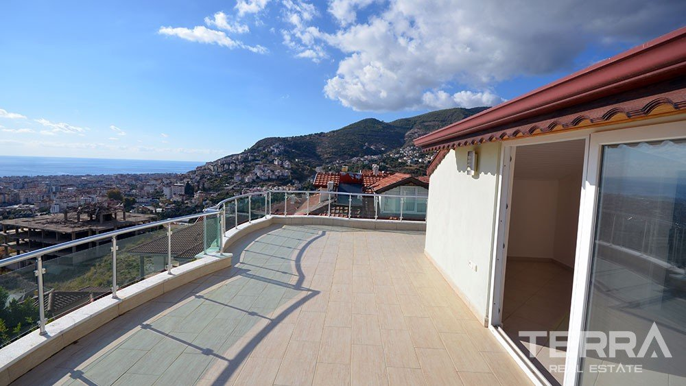 Sea view villa for sale in Alanya City with private pool