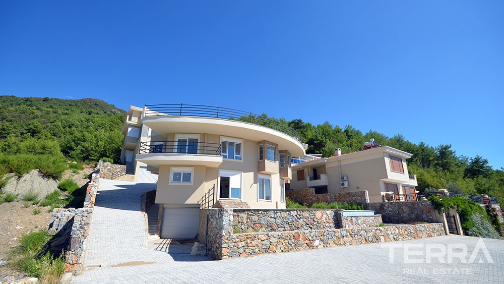 Seaview villa for sale in Alanya City with swimming pool