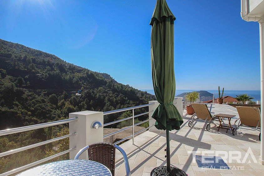 Stunning villa with endless Mediterranean and Alanya view