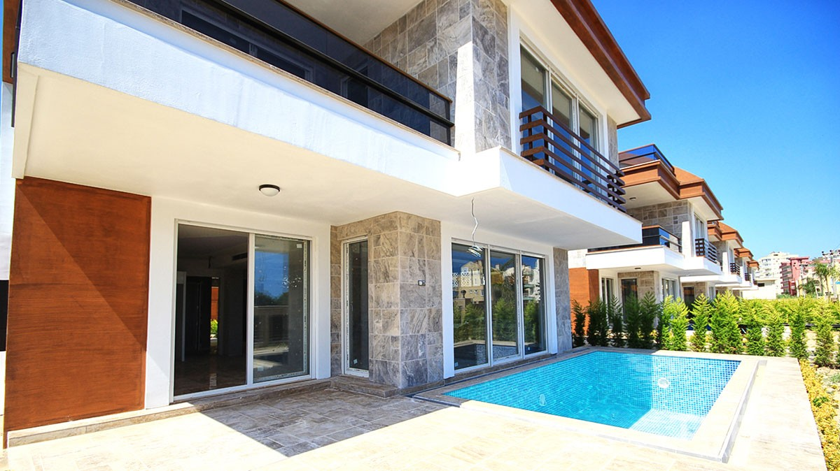 Detached villas with private pool for sale in Antalya Lara