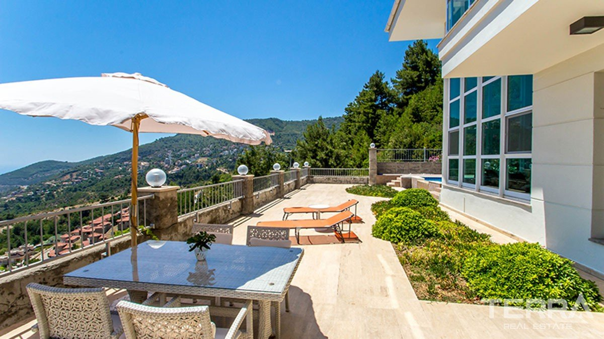 Spacious villa with private pool in Alanya