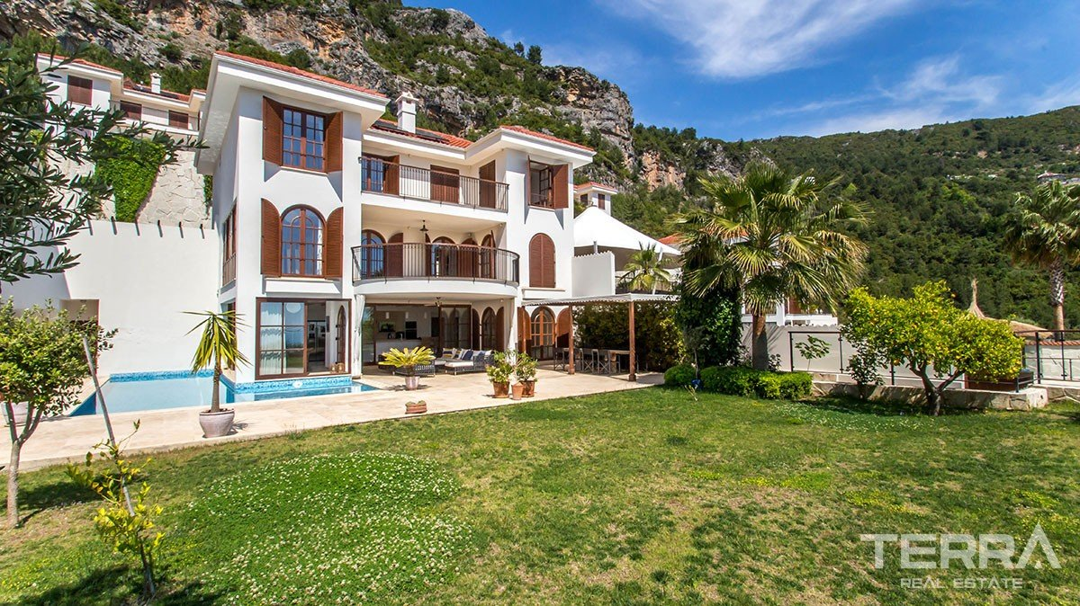 Exclusive detached villa for sale in Alanya with private swimming pool