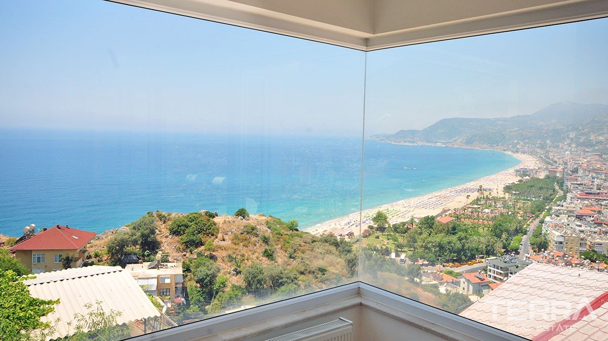Sea View Villa for Sale in Alanya overlooking Cleopatra Beach