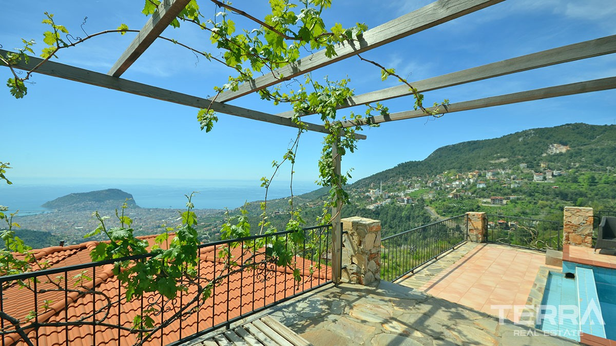 Detached villa for sale in Alanya with private pool