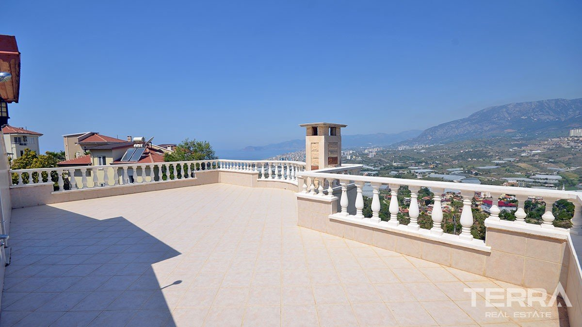 Detached villa for sale with private garden in Kargicak, Alanya