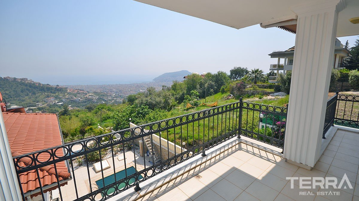 Sea view detached villa for sale in Alanya Tepe with private pool