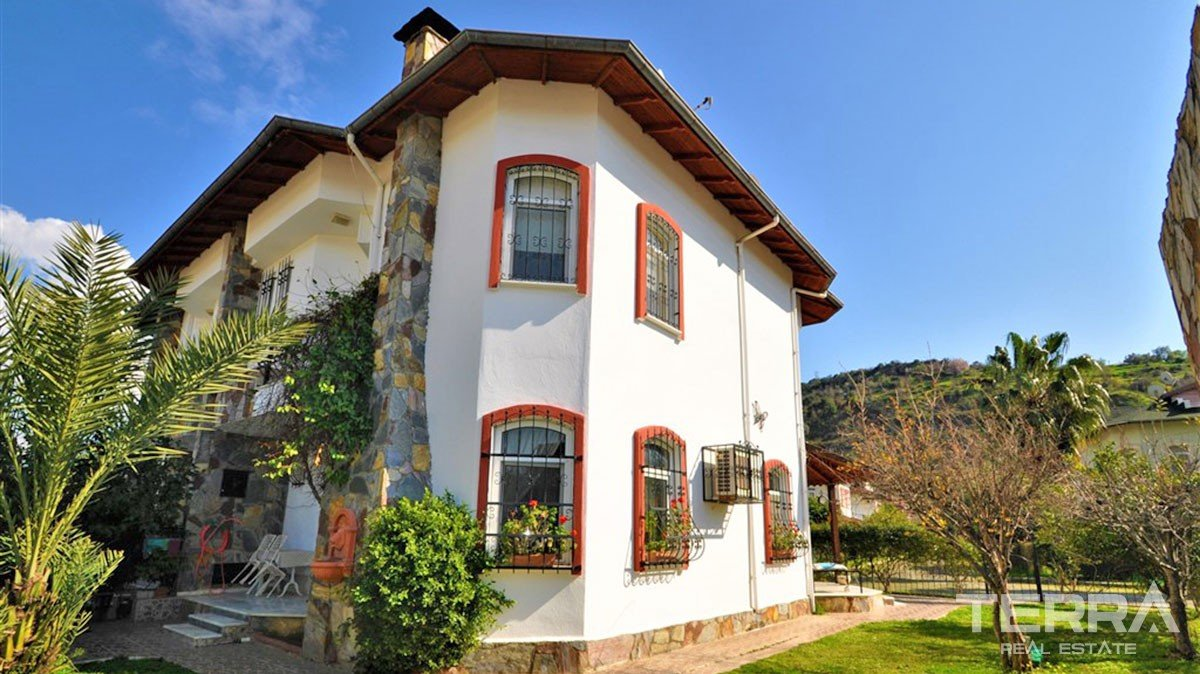 5 bedroom villa in a well maintained villa community in Alanya
