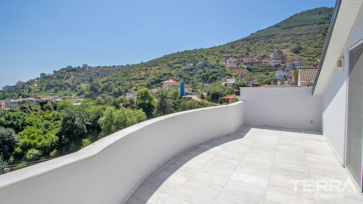 4 bedroom Villa for Sale in Alanya with Sea View and Private Pool