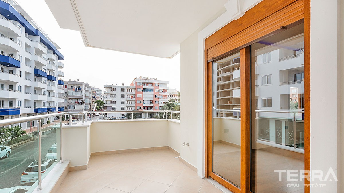 3-Bedroom Bargain Apartment in Mahmutlar Alanya with Separate Kitchen